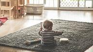 Kādas rotaļlietas nepieciešamas mazuļa attīstībai pirmajā dzīves gadā? Stāsta eksperte