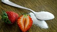 Kā ikdienā lietot mazāk cukura?Iesaka uztura speciāliste