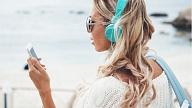 Kā mazināt audio austiņu lietošanas negatīvo ietekmi uz dzirdi? Stāsta ārsts