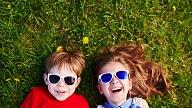 Kāpēc bērniem svarīgi lietot saulesbrilles? Stāsta optometriste