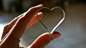 Sirds veselība: Kādas pazīmes nedrīkst ignorēt un kā rūpēties par savu sirdi?