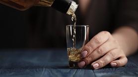 Kā cīnīties ar alkohola vai narkotiku atkarību? Stāsta narkologs
