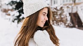 Kā saglabāt skaistus un veselīgus matus arī ziemā? Iesaka farmaceite