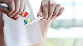 Kādi faktori ietekmē zobu veselību, un kā pareizi tos kopt?