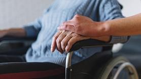 Pieredzes stāsts: Kā neizdegt, ilgstošimājāsaprūpējot smagi slimu tuvinieku?