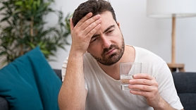 Serotonīna sindroms: Simptomi, cēloņi, ārstēšana
