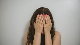 Vajāšanas mānija: Simptomi, cēloņi, ārstēšana