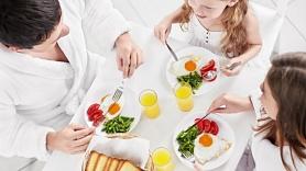 Ko savam skolas bērnam piedāvāt brokastīs? Iesaka uztura speciāliste