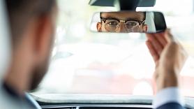 Kā izvēlēties brilles un saulesbrilles autovadītājiem? Stāsta optometriste