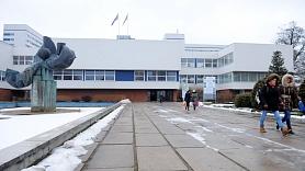 Laikraksts: Austrumu slimnīca iznomā telpas tās darbiniekiem piederošam apbedīšanas uzņēmumam