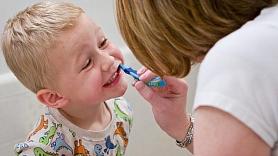 9 frāzes, ko nevajadzētu teikt bērnam pirms zobārsta apmeklējuma