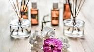 Aromterapija: Ēterisko eļļu iedarbība un lietošanas padomi