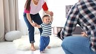 Bērna pirmie soļi: Kas jāņem vērā vecākiem?