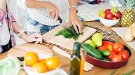 Eksperti: Aizliegums ēst pēc sešiem vakarā ir mīts