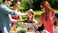 Kā nepārēsties, svinot vasaras saulgriežu svētkus? Iesaka eksperti