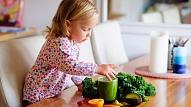 Kad un kā mazuļa uzturā iekļaut zaļumus? Skaidro uztura speciāliste