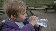 Kāda veida ūdeni labāk izvēlēties bērnam? Skaidro uztura speciāliste