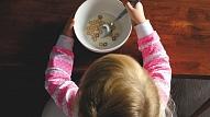 Psiholoģe: Bērnu jāmudina uzņemties atbildību par sava šķīvja saturu