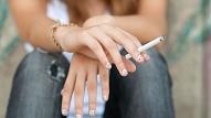 Kā rīkoties vecākiem, ja pusaudzis sācis smēķēt? Skaidro speciāliste