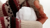 Kā cīnīties ar sausu roku ādu ziemā? Iesaka ekspertes