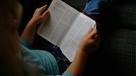 Skolotāja:Individuālu atbalsta programmu trūkums bērniem ar disleksiju liedz parādīt savas patiesās zināšanas