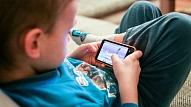 3 ieteikumi pieaugušajiem, kā rīkoties, lai pasargātu bērnus no kibermobinga