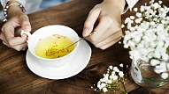 7 idejas, no kādiem augiem vasarā pagatavot svaigas zāļu tējas