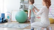 7 padomi, kā uzlabot bērna stāju: Iesaka ārste