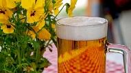 Alkohols svētkos–iedzert vai tomēr atturēties? Stāsta speciālisti