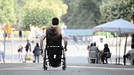 Amiotrofā laterālā skleroze: Simptomi, cēloņi, ārstēšana