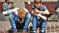 Bērna pirmais mobilais telefons: 7 drošības padomi, kas jāņem vērā vecākiem