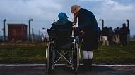 Eksperts: Cilvēkiem ar īpašām vajadzībām palīdzība nav jāmeklē vieniem