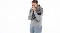 Kā ārstēties, ja piemeklējušas iesnas? Skaidro farmaceite