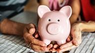 Kā bērnam mācīt veselīgu attieksmi pret naudu jau no mazotnes? Iesaka eksperti