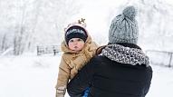Kā ģērbt mazuli, kurš mācās staigāt? Iesaka pediatre