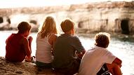 Kā pasargāt bērnu no bīstamiem eksperimentiem draugu kompānijā?