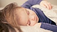 Kā veidot veselīga miega ieradumus bērnam? Skaidro bērnu neiroloģe
