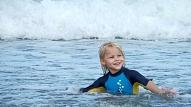 Kādus ieguvumus veselībai sniedz peldēšana un kāpēc tā ieteicama arī bērniem?