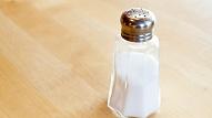 Kāpēc nepārspīlēt ar sāls patēriņu uzturā? Skaidro farmaceite