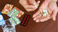Kas jāzina par medikamentu lietošanu, lai izvairītos no nevēlamām blaknēm? Skaidro farmaceite