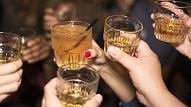 Narkoloģe: Alkoholu lieto straucoši liels skaits nepilngadīgo