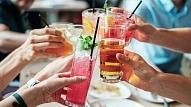 """Pētījums: 60% jauniešu mēdz """"iedzert par daudz"""""""