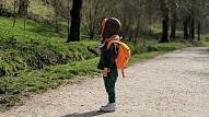 Psihoterapeits: Bērnam jau laikus jāmāca, kā rīkoties baiļu situācijās uz ceļa