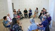 Jaunieši un seniori aicināti pieteikties bezmaksas mākslas terapijas nodarbībām