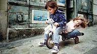 5 iemesli, kāpēc pagalma spēles ir vitāli svarīgas bērnu attīstībā