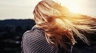 Bieži mazgāt matus ir kaitīgi: 6 mīti par matu kopšanu