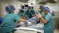 Izmantojot retu metodi, glābj pacientu ar sarežģītu dzīvībai bīstamu komplikāciju