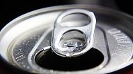 Latvijas skolēnu vidū samazinājies saldināto gāzēto dzērienu un saldumu patēriņš