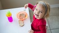Speciāliste: Veidojot bērna ēdienkarti, jāņem vērā vēlmes, bet nedrīkst pakļauties iegribām
