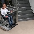 Diagonālie invalīdu pacēlāji kāpnēs